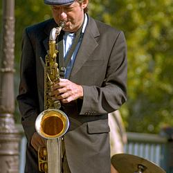 Saxofonist in parijs