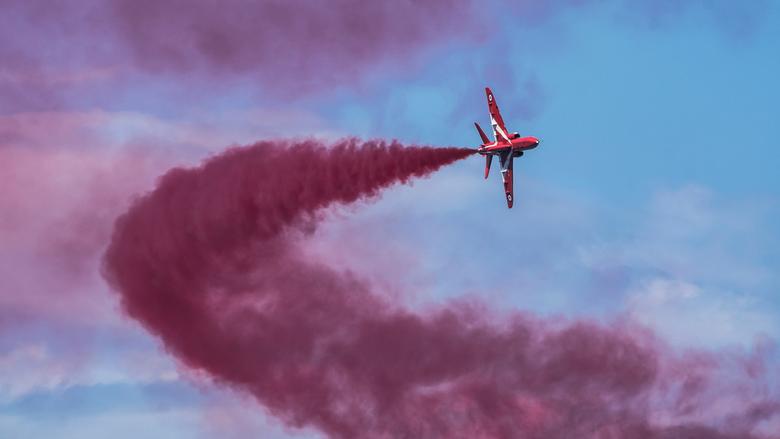 Red Red Smoke - Een vliegtuig van de Red Arrows in aktie tijdens de luchtmachtdagen op Volkel.<br /> <br /> De Red Arrows is een demonstratieteam va
