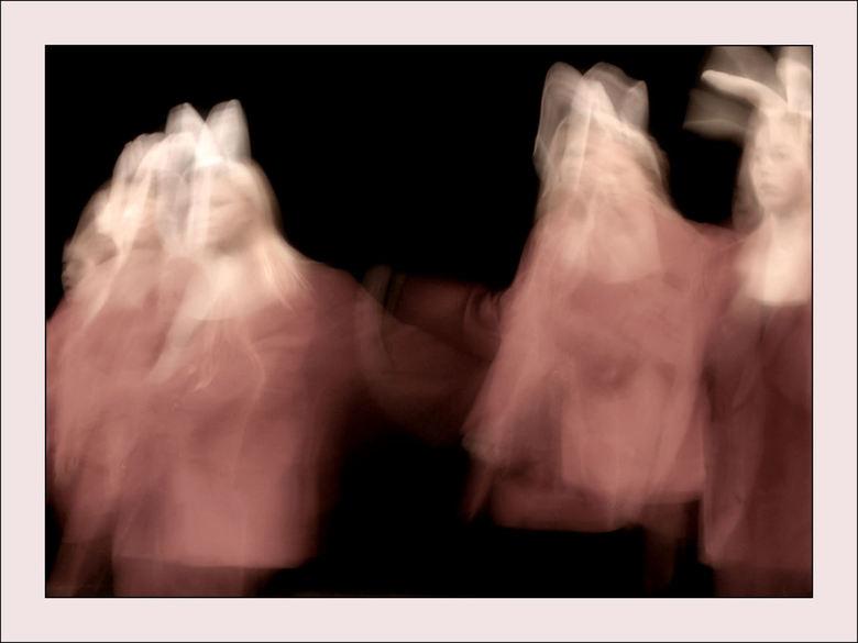 Spooky bunnies - De dochter van mijn man (natuurlijk ook een beetje mijn dochter), stond dit weekend in een van de hoofdrollen op het podium van de ui