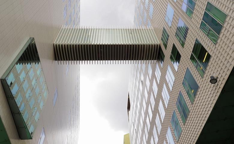 IJDOK - Het blijft  mooi daar...om heerlijk de  architectuur  te  pakken