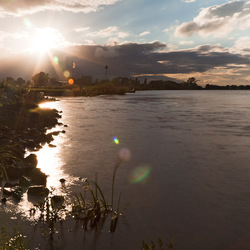 laagstaande zon aan de IJssel