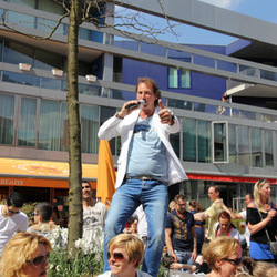 Marcel Dool tijdens bevrijdingsfestival
