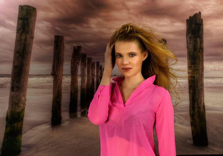 Beauty at the beach - Model: Kim V.