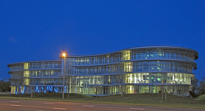 """Waterschap Doetinchem - na het terug rijden van een fotolocatie zag ik dit gebouw gedurende het """"blauwe uur""""ik moest gewoon stoppen om te pr"""