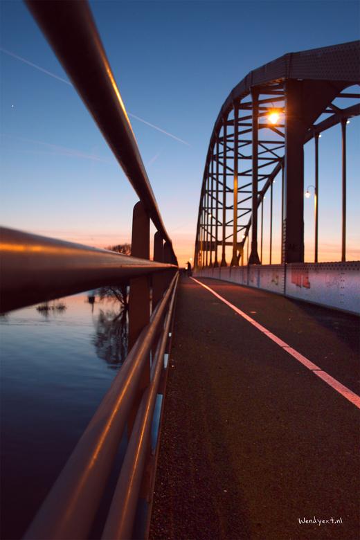 Deventer in perspectief - Wilde eigenlijk gaan hardlopen. Totdat ik deze mooie schemering/zonsondergang zag... Werd een sprint terug naar huis om m&#0