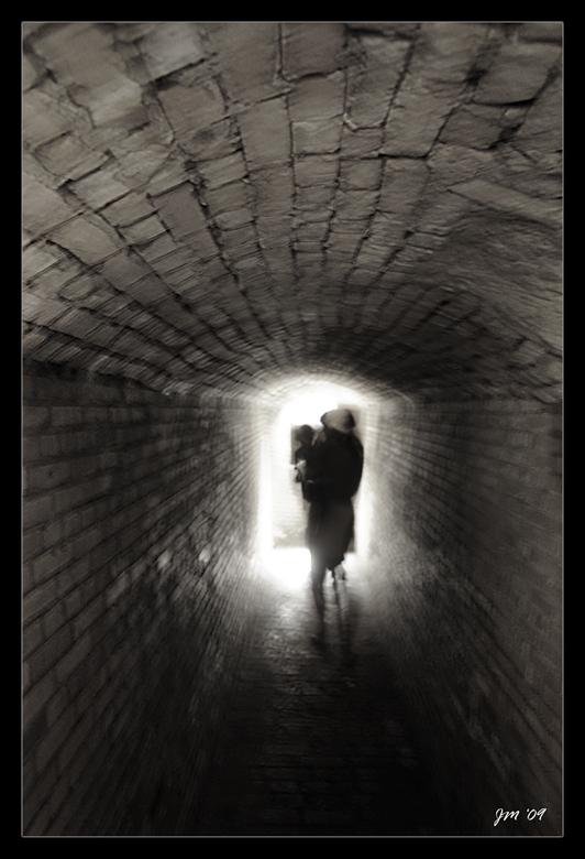 schim - Een laatste opname in de gangen van de Atlantiwall te Raversijde (Oostende).<br /> <br /> Groetjes Jef