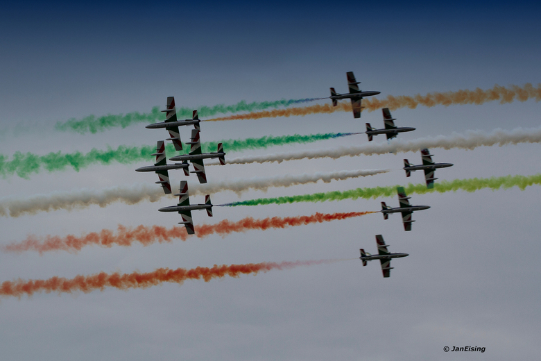 Planes mixt-up - Kisten verpakt in keurige rook. Tricolore mixt-up