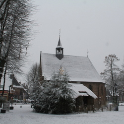 Kapel met kerststal