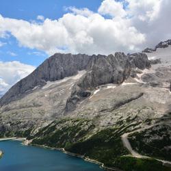 Dolomieten, lago di Fedaia en de Marmolada