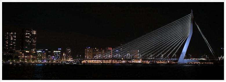 De Zwaan - Als bedrijfsuitje zijn we met de Eendracht meegeweest en rond 23:00 kwamen we weer aan in Rotterdam. De Zwaan of Erasmusbrug te Rotterdam w