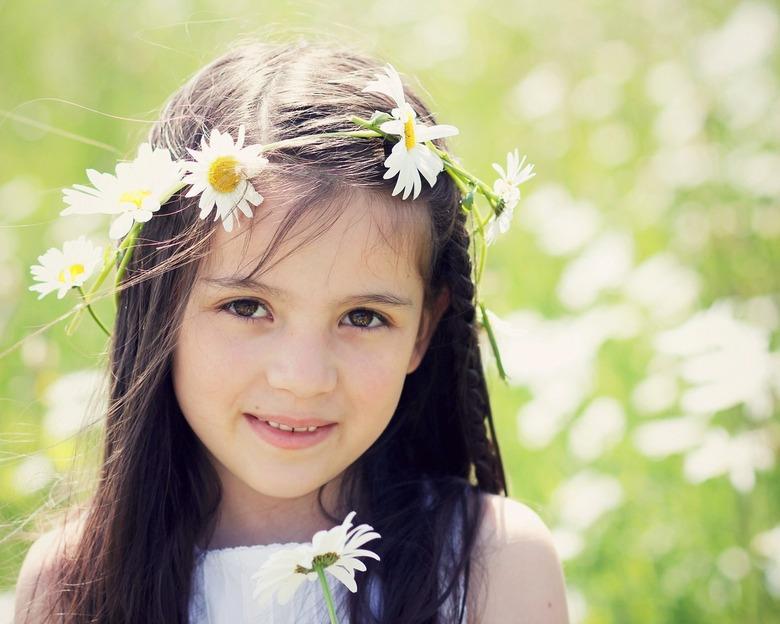Amy - meisje met bloemenkrans