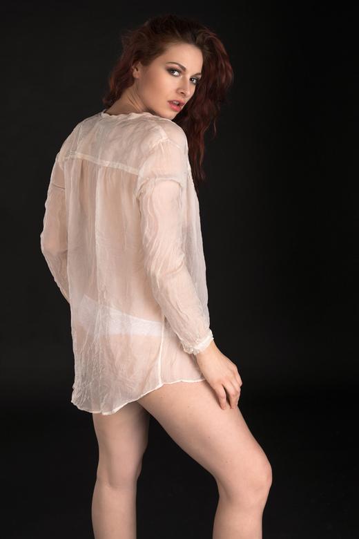 Ivana in witte blouse - Ivana Čermáková