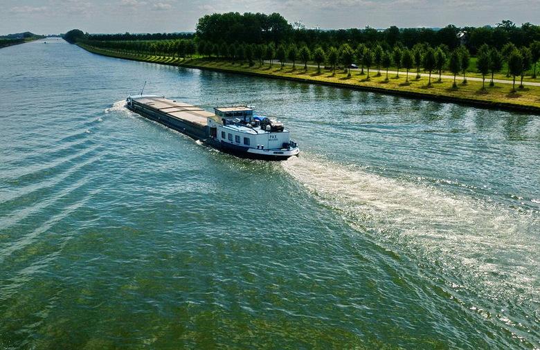 Amsterdam Rijnkanaal en omgeving 386. - Amsterdam Rijnknaal. Deze foto is  genomen van de Schalkwijksebrug bij schalkwijk.<br /> Even goot kijken sch