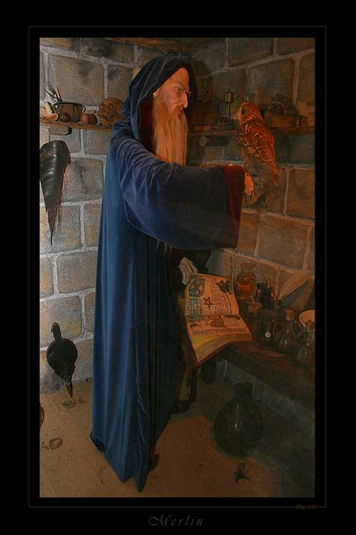 Merlin - Ik heb een beetje last van mijn scheenbenen, en volgens diagnoses blijkt het Erythema Nodosum...<br /> Ben dus maar eens even bij Merlin lan