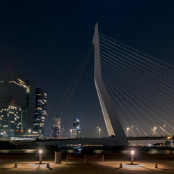 Earth Hour -  Erasmusbrug onverlicht