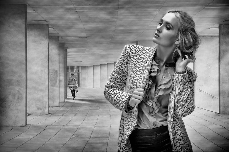 The corridor - Model: Elaine van der Made <br /> mua: Annemieke Tip<br /> Styling: Anneke Speelman