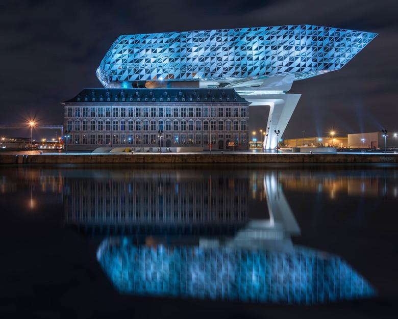 Mirrored - Havengebouw Antwerpen