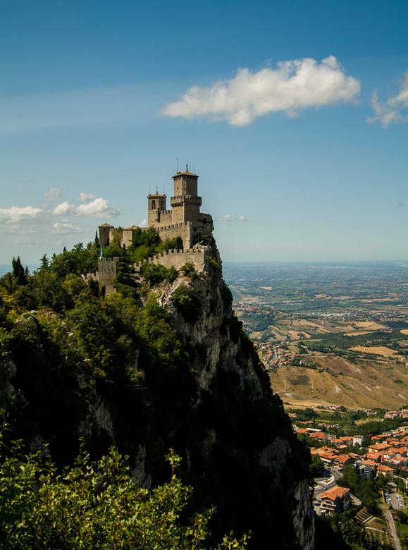 San Marino - Een mooi uitzicht toen we een dagje San Marino deden.<br /> We konden zelfs de zee bij Rimini zien.<br /> <br /> Prettig weekend.<br /