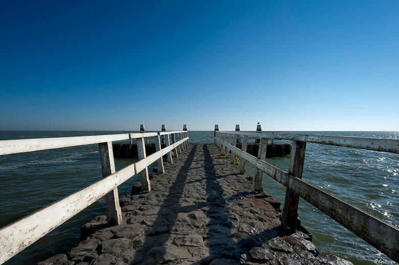 Symmetrie langs de afsluitdijk  - Half Oktober, gemaakt langs de afsluitdijk.<br /> Bedankt voor jullie reacties op mijn up van hiervoor.<br /> <br