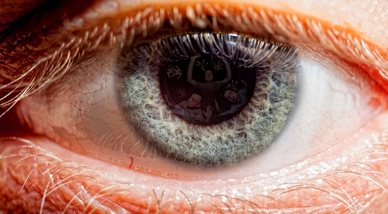 look into the eye - to see my soul trying to get out<br /> <br /> <br /> oftewel je verzint de mafste dingen als het regent.<br /> <br /> ef 50mm
