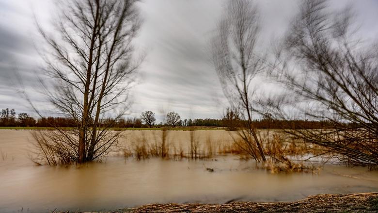 Stormachtig - Hoog water en een flinke storm. En een beetje spelen met lange sluitertijd