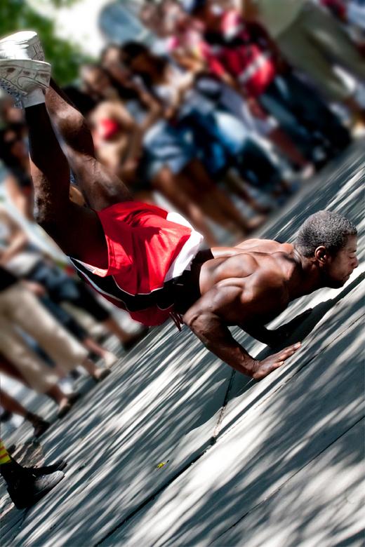 dancing in the street - danser op 5th Avenue New York