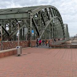 Miljoenen liefdesslotjes op de brug in Keulen