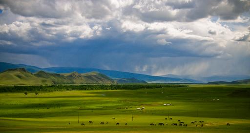 Monoglie - Steppe - Mongolië kan vier seizoenen in één dag zien. Da's waar getuige deze foto. Helaas kwam ik er pas na één nacht camperen in mijn