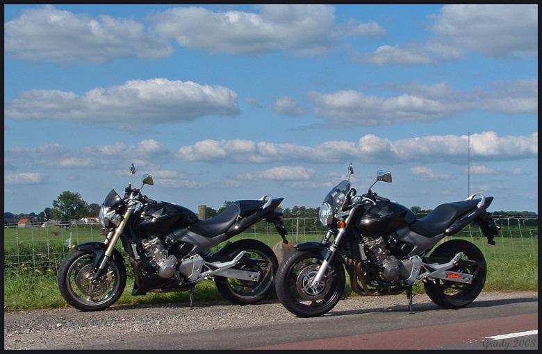 Motorlandschap - Een mooie dag voor een motorritje in het Lek-gebied. Dit zijn onze motoren(Hornet's), de spiegel van mijn vorige upload is van e