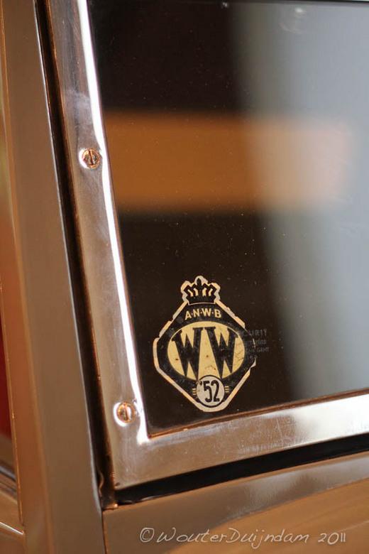 ANWB 1952 - Deze sticker kwam ik tegen op een Marmon Le Baron convertible coupe uit 1932.<br /> Dit voertuig staat in het Louwman museum en heeft een