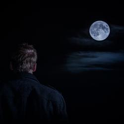 Staren naar de volle maan