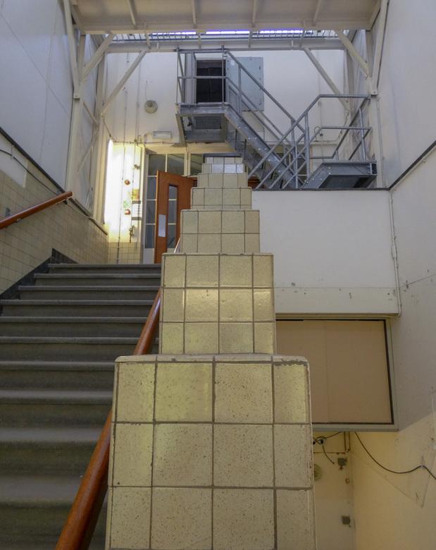Postkantoor Rotterdam Trappenhuis. - DC FZ82 Panasonic.<br /> F-stop F/2.8<br /> Belichtingstijd 1/60 sec.<br /> IS0-400<br /> Belichtingsafwijkin