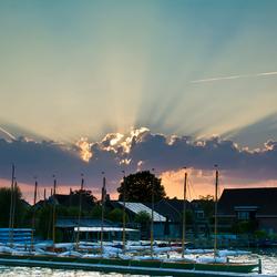 Zonsondergag boven de jachthaven