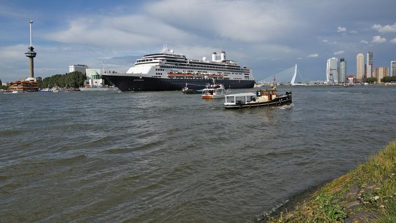 All about Rotterdam - Niet mijn beste Rotterdam foto. Wel één waar veel Rotterdamse elementen bijeen komen. Gemaakt tijdens de havendagen 2013. Mijn v