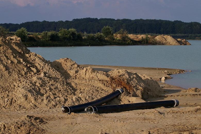Zandwinninggebied.  - Amerika is absoluut niet ver weg, het ligt in Drenthe.<br /> Zandwinningsgebied bij een plas in Amerika. Daar wordt zand gewonn