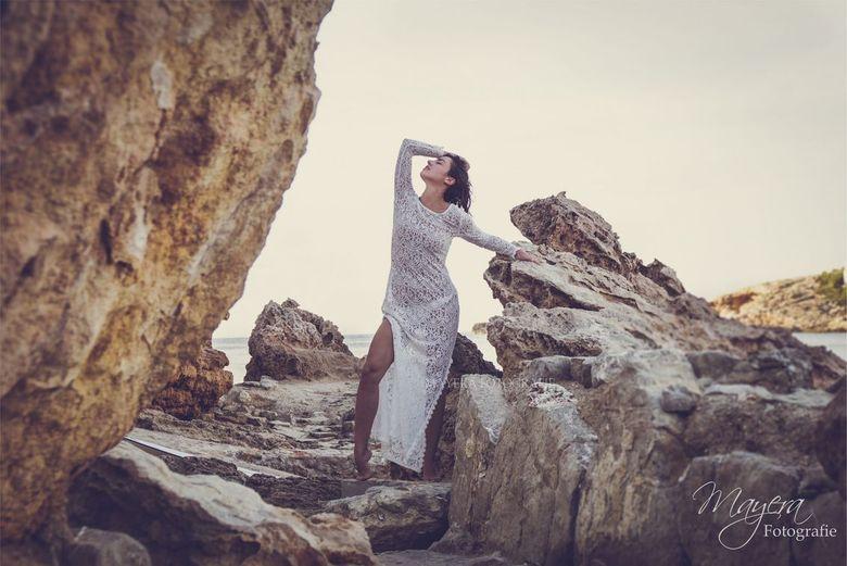 Ibiza Laura - Ik heb al eens eerder met Laura foto's gemaakt maar aangezien haar moeder de bruid was op Ibiza moesten we wel een fotoshoot planne