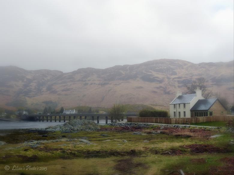 Buiten Wonen - Zomaar in Schotland - ver van alles, met mooi<br /> uitzicht op een van de velen Loch&#039;s.<br /> Eentje uit mijn Schotland serie.