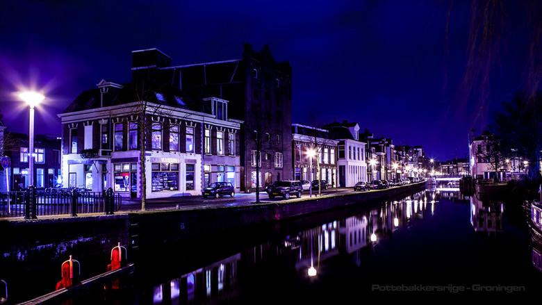 Langs het water - Pottebakkersrijge te Groningen