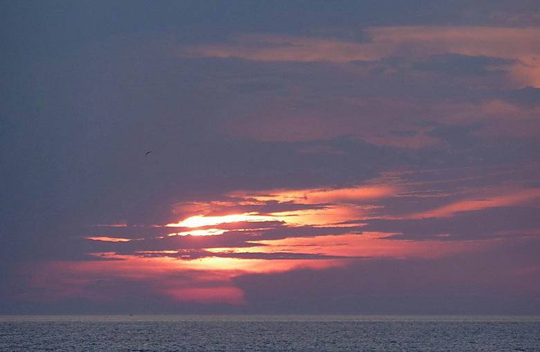 zonsondergang Corfu - Zonsondergang op Corfu.<br /> Bedankt voor de reacties op weerspiegeling, iedereen vond het een geslaagde foto.<br /> Groet ro