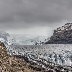 De gletsjer Svingajökull op Ijsland.