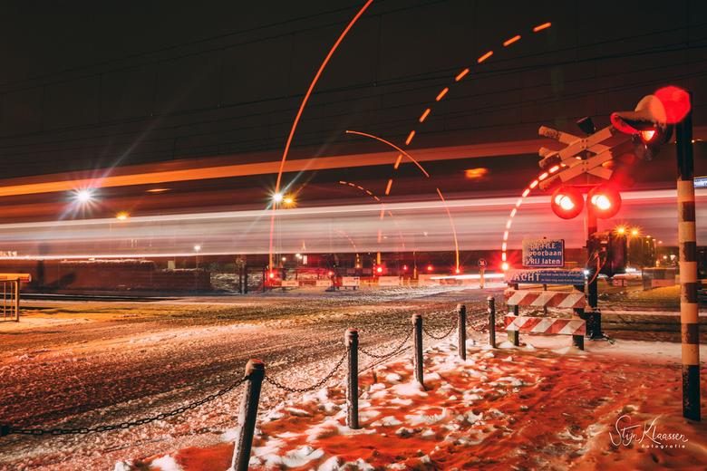 Overweg long exposure - Long exposure in de sneeuw bij de spoorwegovergang in Wierden<br /> <br /> Canon EOS 7D Mark II<br /> Canon EF 17-40mm f/4L