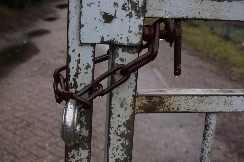 02_Ubex_Ede_21-02-2012 - Slot op hek  van verkeerde adres