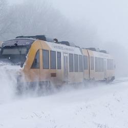 Door sneeuw en wind