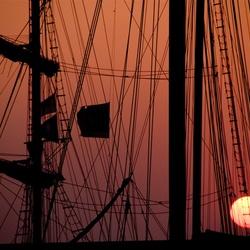 masten in het avondlicht