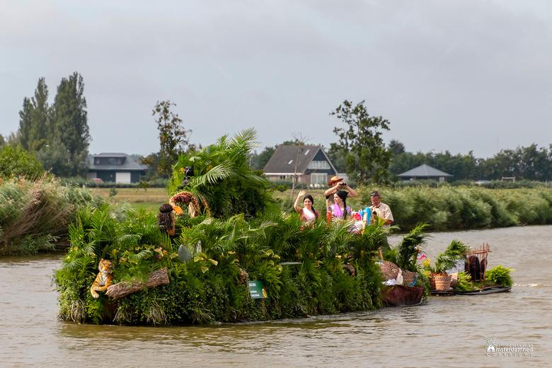 Varend Corso Westland 2019 - Boot 19 van Kern Naaldwijk met als thema Jungle Book.<br /> <br /> p de boot is een echte jungle te zien met allemaal s