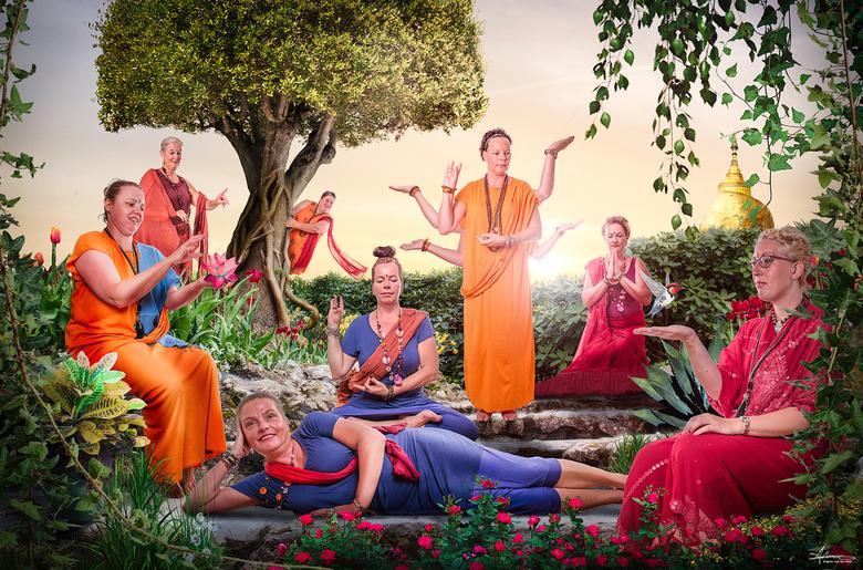 Spiritual Friends - Een groep vriendinnen met een hechte band. 1 van de dames heeft gevochten tegen kanker en is er gelukkig nog om het na te vertelle