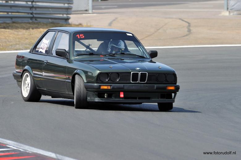 Volle drift - Ja een lekkere volle drift was dit weer. Je ziet als je contact maakt met de coureur krijgt je waar je naar wenst!!!