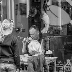 Bewerking: Child labor in the shop window