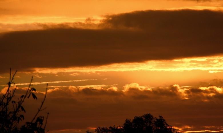 image.jpg zonsondergang - Zo, weer eens een foto geplaatst.  De laptop en de tablet waren allebei stuk. Mij laatste foto's mis ik dus.  Moest een