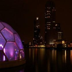 Drijvend paviljoen Bij nacht